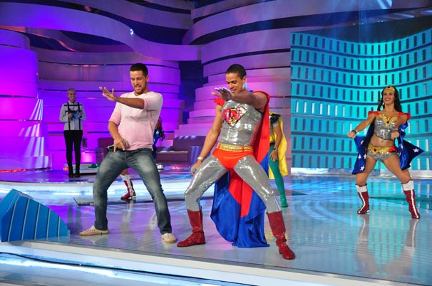 Diogo dança com o grupo Levanóiz (Foto: TV Globo / Estevam Avellar)