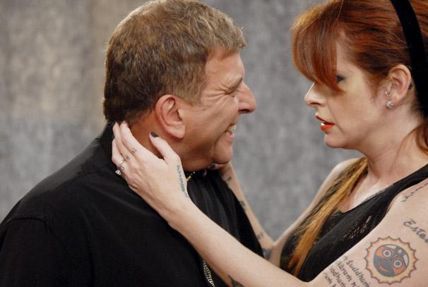 Nelson (Jorge Fernando) tenta seduzir uma mulher modernosa (Fernanda Young) (Foto: TV Globo/Marcio Nunes)