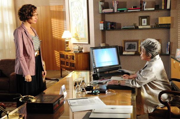 Vitória chama Carol e pede que ela demita uma funcionária (Foto: TV Globo/João Miguel Júnior)