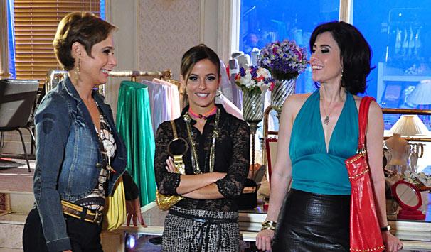 Fátima (Fernanda Torres) tenta apoio na Djalma Noivas, mas o dono se esquiva (Foto: João Miguel Jr./ TV Globo)