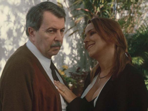 Ana Beatriz Nogueira e Daniel Filho contracenam em 'Querido Estranho' (Foto: Reprodução)