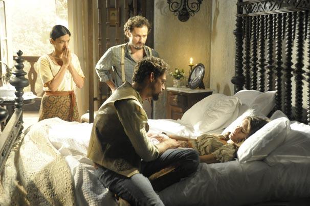 Açucena (Bianca Bin) fica entre a vida e a morte após sofrer acidente (Foto: TV Globo/Renato Rocha Miranda)