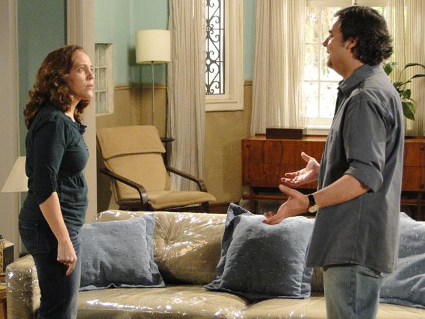 Daisy repreende Kléber por tê-la feito perder seu emprego (Foto: TV Globo/Insensato Coração)