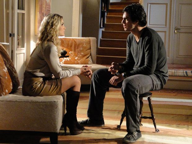 Naomi conta para Ícaro que viveu em coma profundo por anos (Foto: TV Globo/Morde & Assopra)