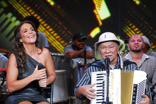 Ivete Sangalo e Dominguinhos cantam ' De volta pro meu aconchego' (Foto: TV Globo/Zé Paulo Cardeal)