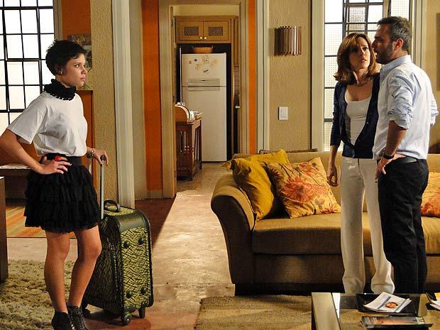 Leila perde a cabeça com Júlio, que a expulsa de casa (Foto: TV Globo/ Insensato Coração)
