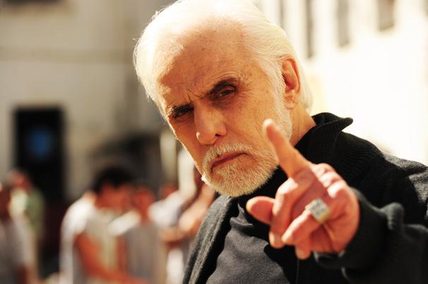 Ferragus (Francisco Cuoco), um mestre na arte do ilusionismo (Foto: TV Globo/João Miguel Júnior)
