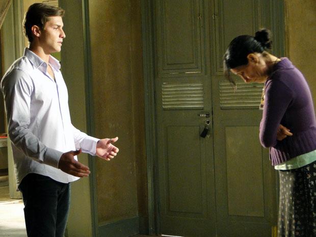 Dulce decide mentir para Alice (Foto: TV Globo/ Morde & Assopra)