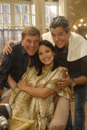 A cliente bonitinha (Juliana Knust) com Nelson (Jorge Fernando) e o quarentão galã (Márcio Garcia) (Foto: TV Globo/Marcio Nunes)