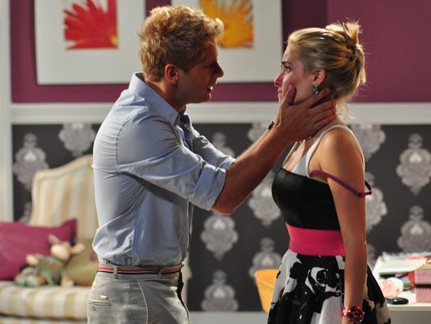 Oliver não entende o término do noivado (Foto: TV Globo / Estevam Avellar)
