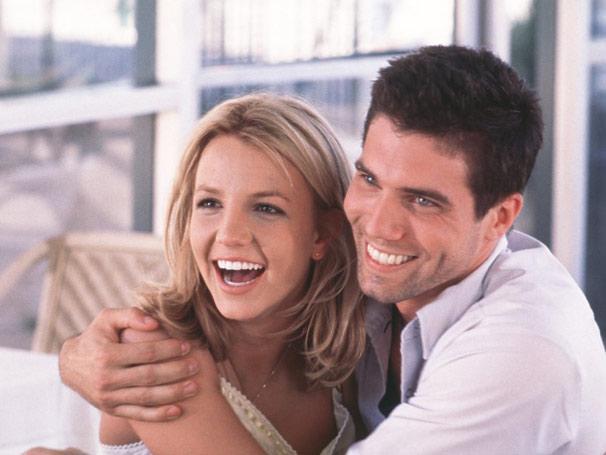Apaixonada por Ben (Anson Mount), Lucy (Britney Spears) fica em Los Angeles com seu amor (Foto: Divulgação)