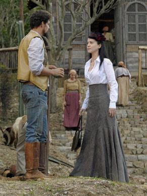 Jesuíno (Cauã Reymond) pede para Dora (Nathalia Dill) ir embora (Foto: TV Globo / Renato Rocha Miranda)