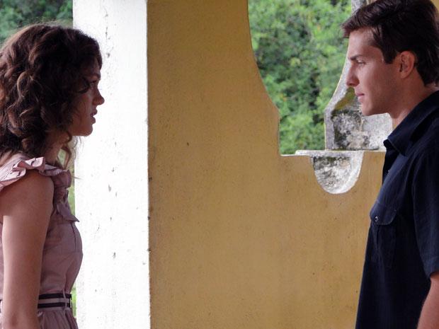 Guilherme vai atrás de Márcia na rodoviária e pede que ela fique (Foto: TV Globo/ Morde Assopra)