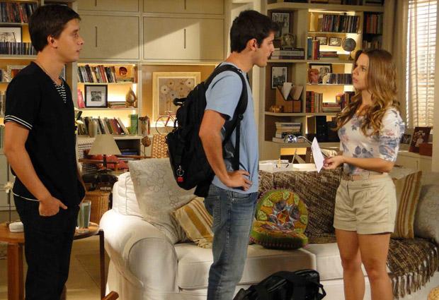 Pedro vai à casa de Catarina e se irrita ao encontrar Guilherme (Foto: TV Globo/ Malhação)