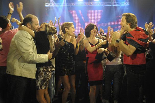 Os três casais se divertem ao som de Calypso (Foto: TV Globo/Renato Rocha Miranda)