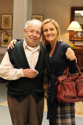 Emiliano Queiroz e Adriana Esteves: avô e neta na trama (Foto: TV Globo/João Miguel Júnior)
