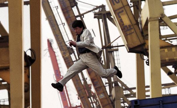 Jackie Chan é o policial Eddie no filme 'O Medalhão' (Foto: Divulgação)