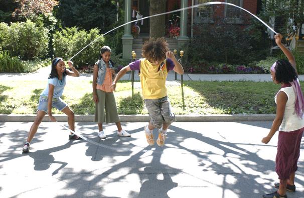 Izzi percebe que gosta mesmo é de competir pulando corda (Foto: Divulgação)