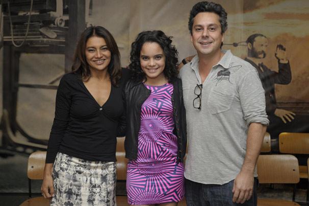Dira Paes, Carol Macedo e Alexandre Nero formarão uma família (Foto: TV Globo/Renato Rocha Miranda)