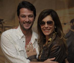 Marcelo Serrado interpreta amigo fiel da personagem de Christiane Torloni (Foto: TV Globo/Renato Rocha Miranda)