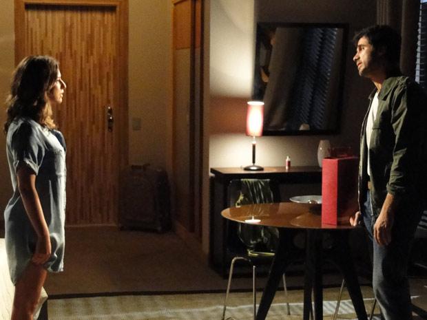 Pedro engana Irene e descobre que Léo a convenceu a fazer uma inseminação artificial (Foto: TV Globo/ Insensato Coração)