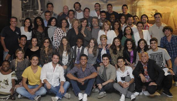 Elenco da próxima novela das nove se reúne e registra o momento descontraído (Foto: TV Globo/Renato Rocha Miranda)
