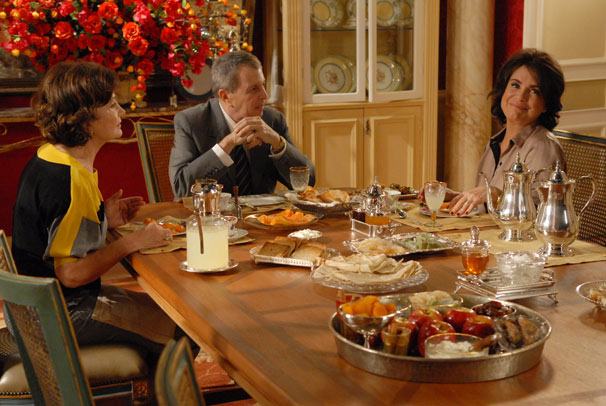 Tia Magda, Salomão e Clô Hayalla: cena do café da manhã (Foto: TV Globo/Alex Carvalho)