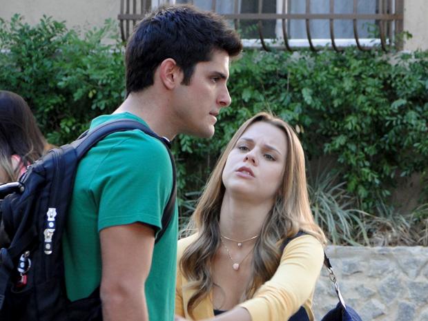 Catarina não aceita o pedido de casamento de Pedro (Foto: TV Globo/ Malhação)