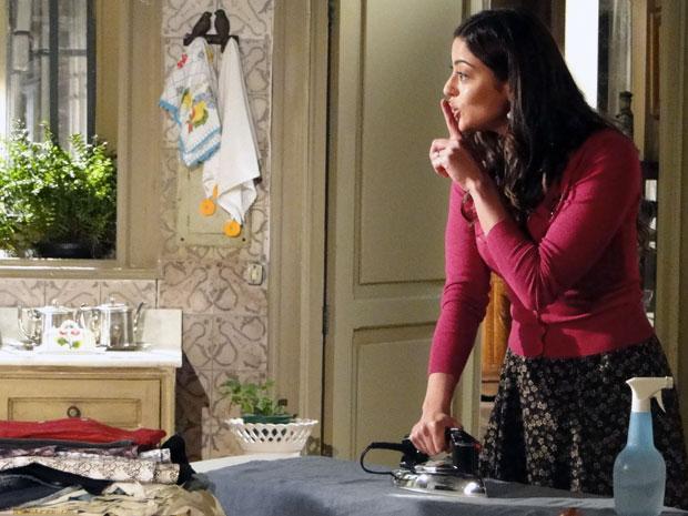 Natália resolve se vingar da sogra e queima o seu vestido predileto (Foto: TV Globo/ Morde Assopra)