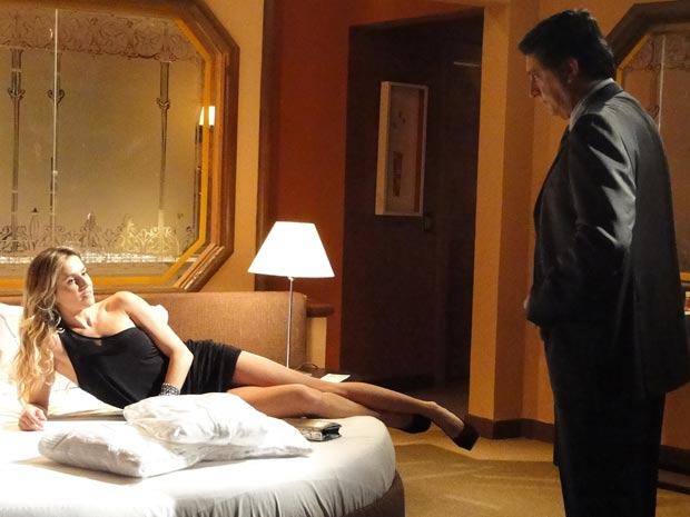 Natalie passa a noite com Wagner (Foto: TV Globo/ Insensato Coração)