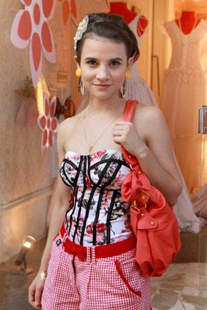 Bianca Comparato vive Carol em um dos episódios da série (Foto: TV Globo/Blenda Gomes)