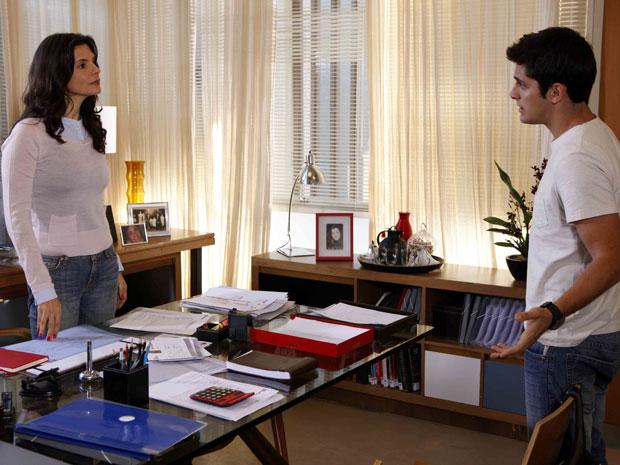 Tereza afirma a Pedro que, se não melhorar suas notas, perderá a bolsa de estudos (Foto: TV Globo/ Malhação)