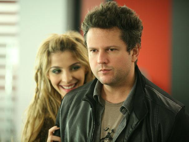 Pedro vai viver fortes emoções com a versão mais jovem de Amanda (Foto: TV Globo / Marcio Nunes)