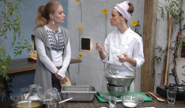Angélica bate um papo com a chef Helena Rizzo, que abandonou a carreira de modelo para se dedicar à culinária (Foto: Debora Montenegro/ TV Globo)