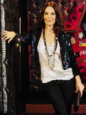 Amanda (Carolina Ferraz) é rica, linda, inteligente e sensual (Foto: Divulgação/ TV Globo)