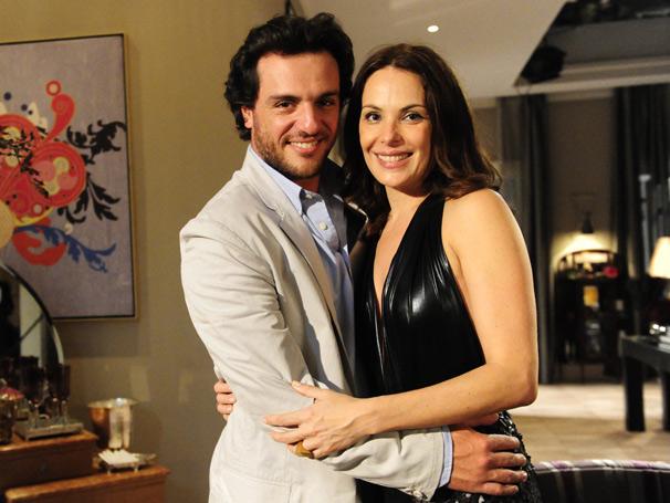Herculano Quintanilha (Rodrigo Lombardi) fisga o coração da poderosa Amanda Assunção (Foto: TV Globo/ João Miguel Júnior)