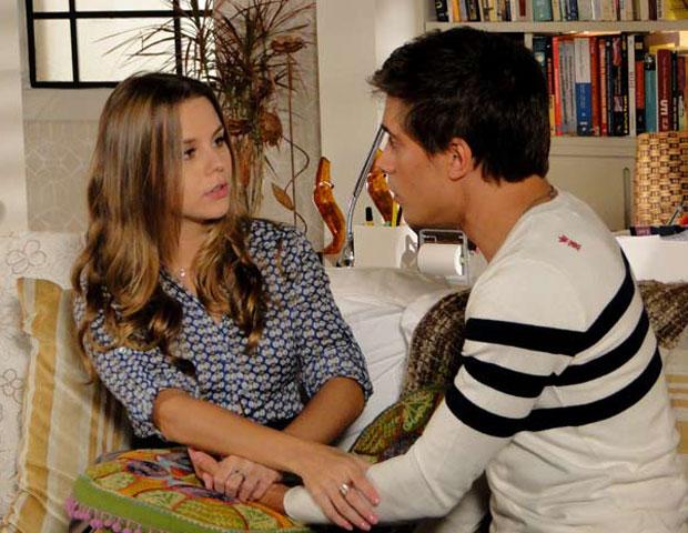Guilherme questiona Catarina sobre seus relacionamentos anteriores (Foto: TV Globo/ Malhação)