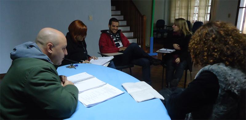 """Primeira reunião sobre o episódio """"O Melhor Pai do Mundo"""" (Foto: Divulgação/RPC TV)"""