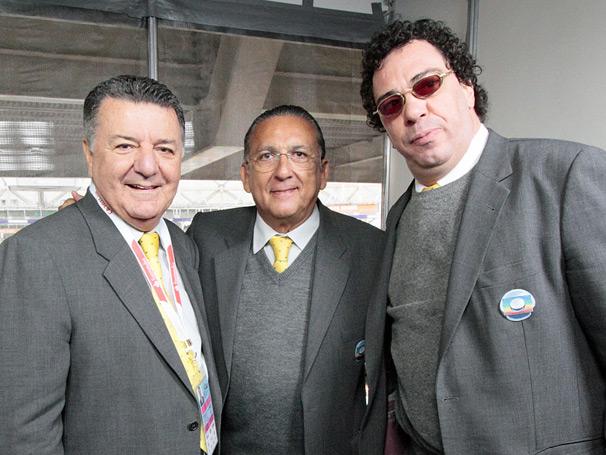 Galvão Bueno narra todas as emoções da partida ao lado de Casagrande e Arnaldo Cézar Coelho, que analisa a arbitragem (Foto: TV Globo/ Carlos Alberto Ferreira)
