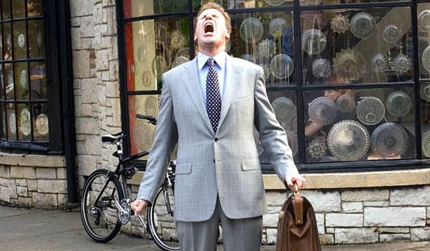Harold (Will Farrel) passa a ouvir uma voz que narra todas as suas ideias, atos e sentimentos (Foto: Reprodução)