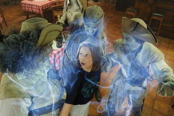 Os fantasmas resolvem ajudar o restaurante da família de Ralf (Foto: Divulgação)