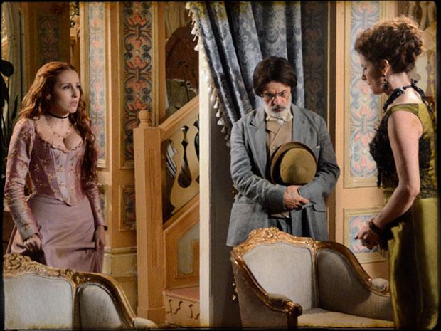 Carlota ouve Úrsula confessar sua vingança e se revolta com a mãe (Foto: TV Globo/ Cordel Encantado)