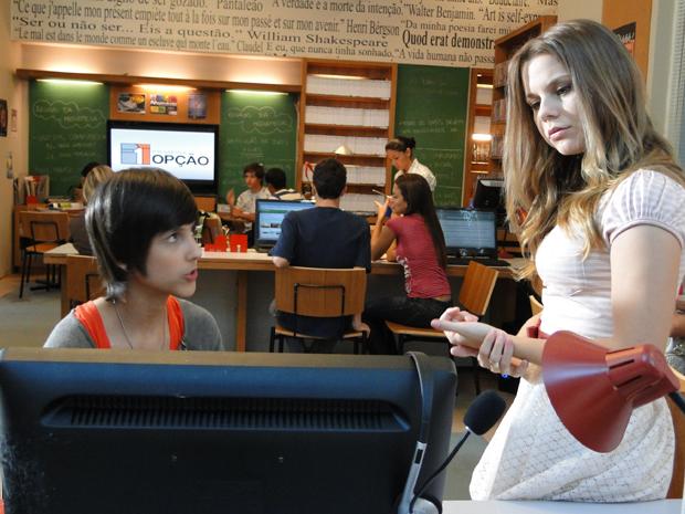Catarina pensa em procurar a mãe do Homem das Maçãs para solucionar o caso de Raquel (Foto: TV Globo/ Malhação)