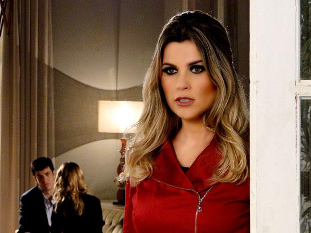 Naomi ouve que pode ser desligada (Foto: TV Globo/ Morde & Assopra)
