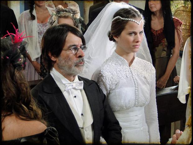 Antônia se casa com Batoré (Foto: TV Globo/ Cordel Encantado)