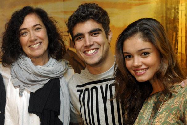 Em Fina Estampa, Lilia Cabral será mãe de Caio Castro e de Sophie Charlotte; Malvino Salvador completa a família (Foto: TV Globo)