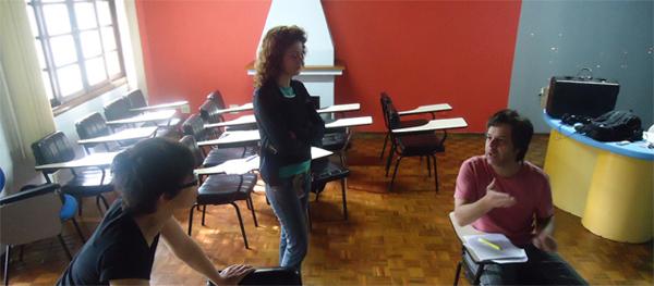 Diário de Gravação: Diretora Anaí passa o texto com os atores Lilian e Edu (Foto: Divulgação/RPC TV)