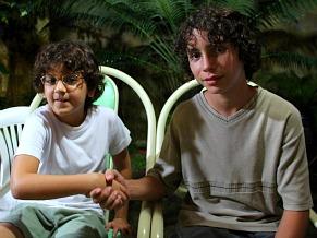 Atores que representaram Jobson na infância e na adolescência (Foto: Christina Fuscaldo)