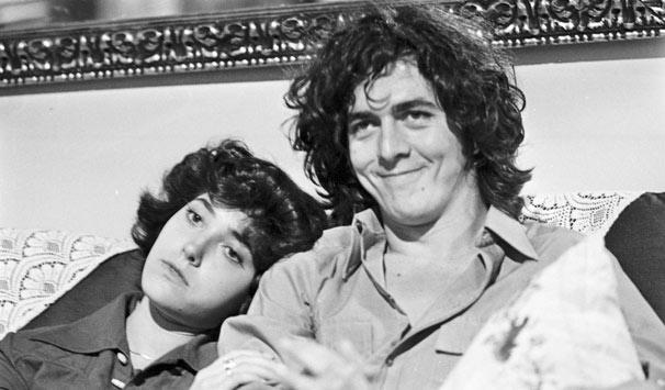 Duas Vidas marca a estreia de Christiane Torloni na TV e fala de amor polêmico entre o jovem Maurício (Stepan Nercessian) e uma mulher mais velha (Foto: CEDOC/ TV Globo)