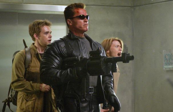Exterminador do Futuro 3 - O velho ciborgue T-800 (Arnold Schwarzenegger) volta para salvar John Connor (Nick Stahl)  (Foto: Divulgação)